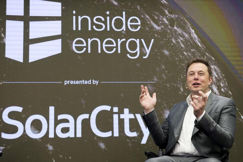 FILE PHOTO: Elon Musk, Chairman of SolarCity and CEO of Tesla Motors, speaks at SolarCity's Inside Energy Summit in Manhattan, New York October 2, 2015. REUTERS/Rashid Umar Abbasi/File Photo
